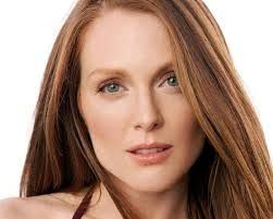 Julianne Moore is always at her most beautiful wearing this look.