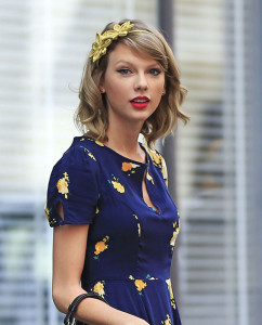 Taylor is the Queen of lob plus accessory.